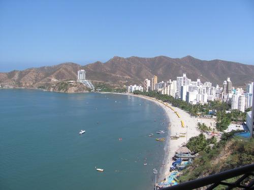 se vende apartamento en santa marta frente al mar.