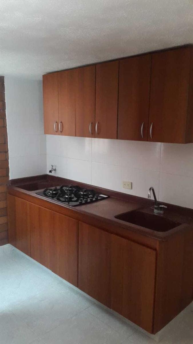 se vende apto 2 hab, 1 baño, cocina, sala y comedor indep