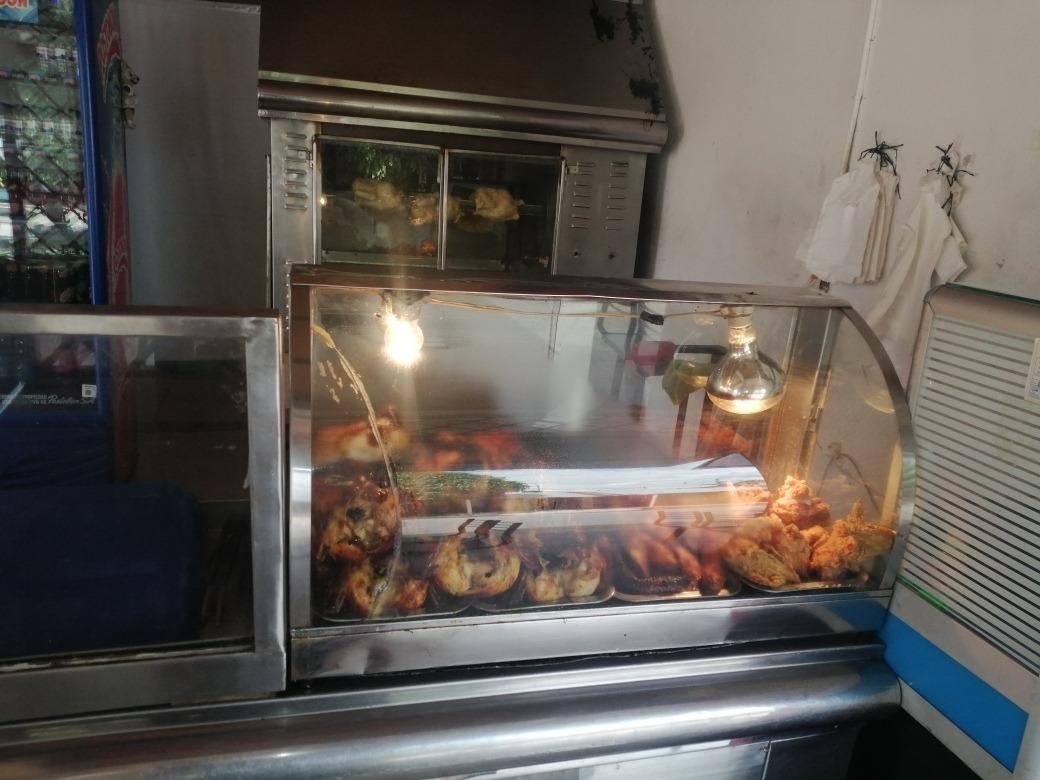 se vende asadero de pollos ubicado en el barrio la reliquia