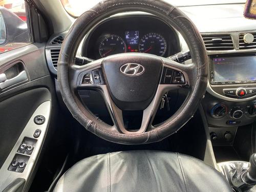 se vende auto hyundai accent hatchback del año 2015 sport se