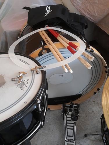se vende batería con platillos paiste