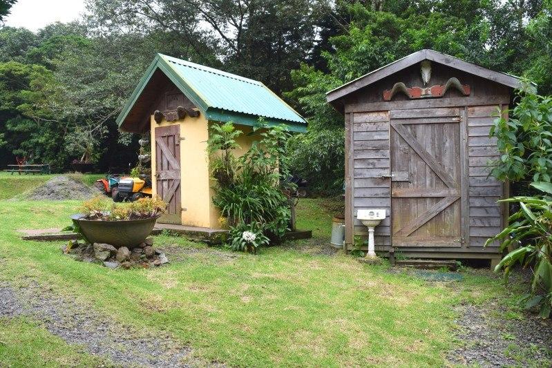 se vende bella propiedad con casa y 2 cabañas