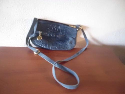 se vende bellisima cartera de cuero azul y gamuza italiana