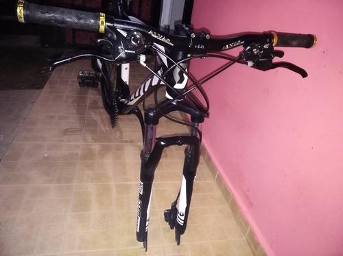 se vende  bicicleta 3 meses y medio de uso  .