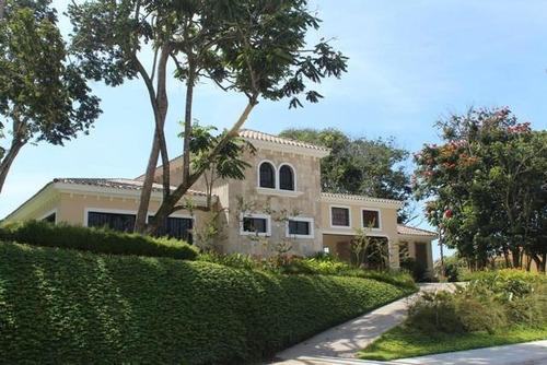 se vende bonita casa en privado en veranda santa tecla.