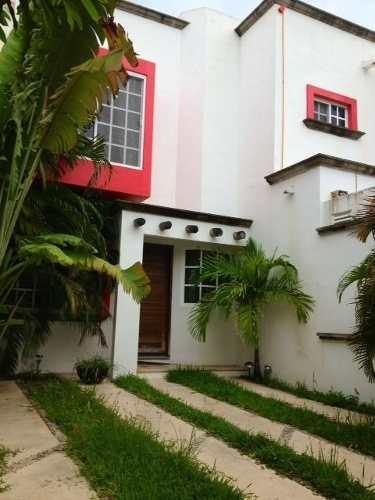 se vende bonita casa en resindencial canteras cancún  clave:c2063