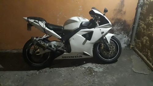 se vende bonita moto honda 950 año 2002