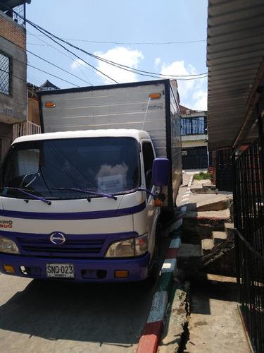 se vende camión  furgon hino dutro sspress  modelo 2011 en m
