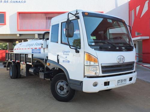 se vende camión limpia fosas cap. 5.000 litros