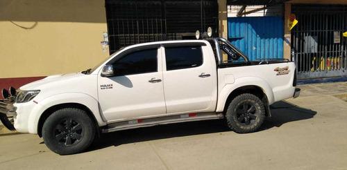 se vende camioneta toyota hylux 4x4 full equipo srv