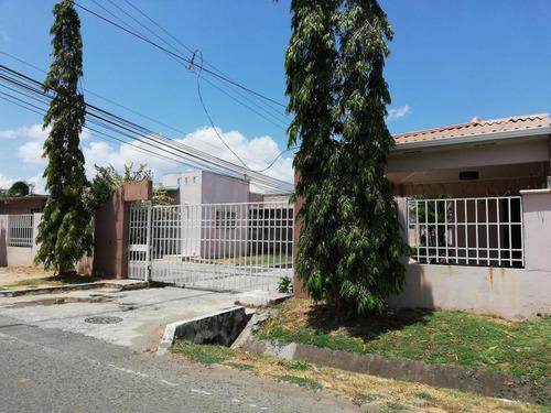 se vende  casa #19-3389 **hh** en las acacias
