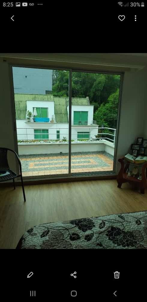 se vende casa 3 pisos, 3 baños, 2 parqueaderos independ