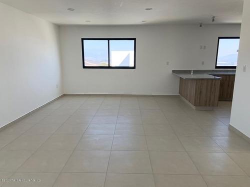 se vende casa a estrenar en zibata con espacios muy amplio