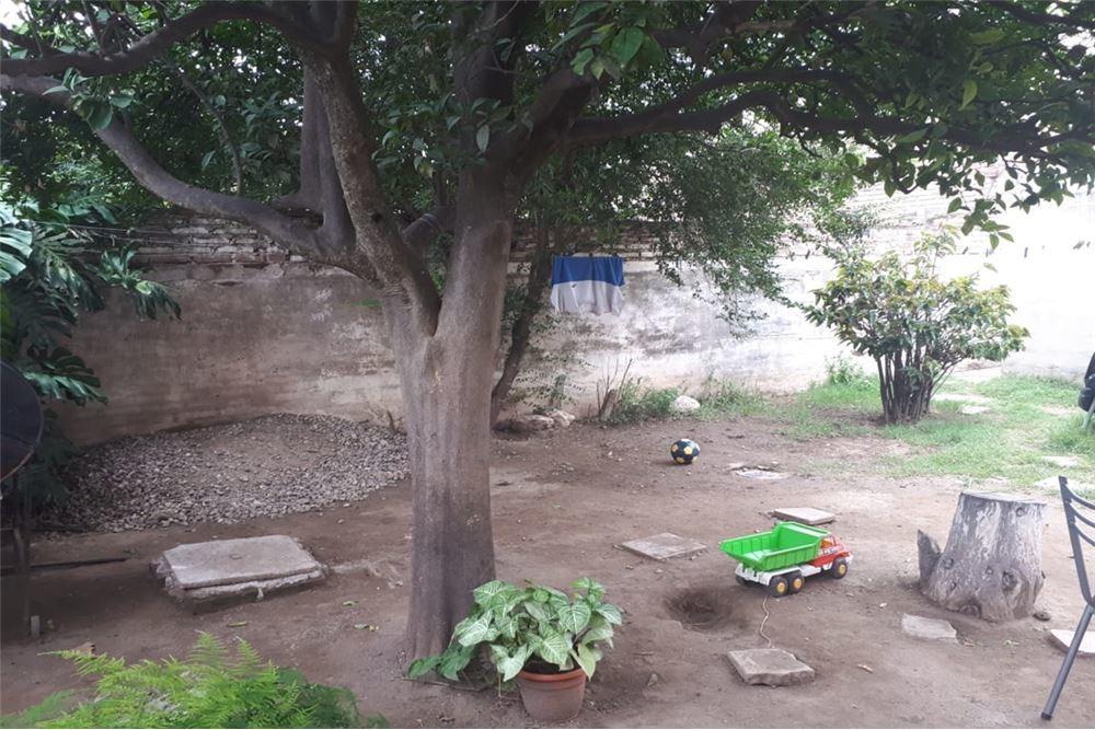 se vende casa a reciclar en barrio altamira, cba