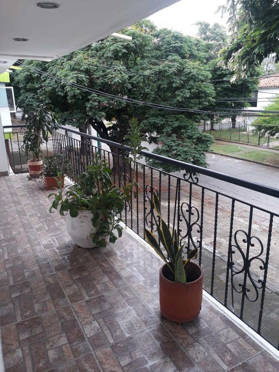 se vende casa amplia en el norte de cali,barrio la flora
