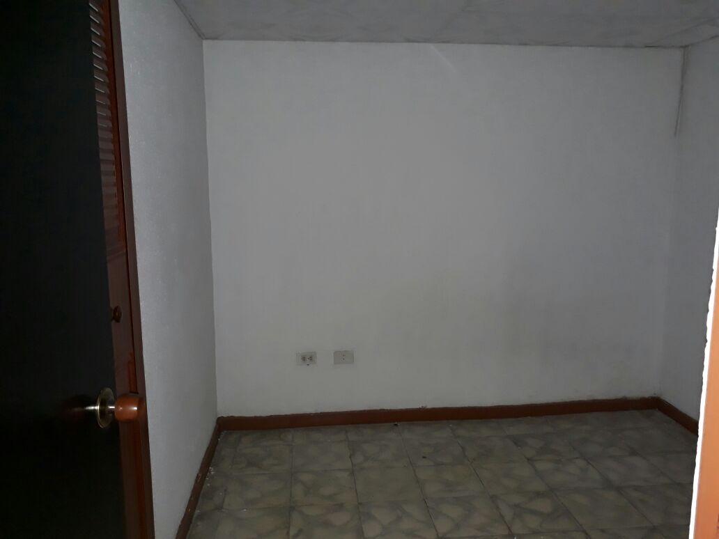 se vende casa amplia en la cristalina armenia