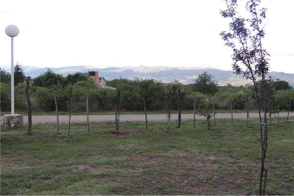 se vende casa c/gran terreno y vista a las sierras