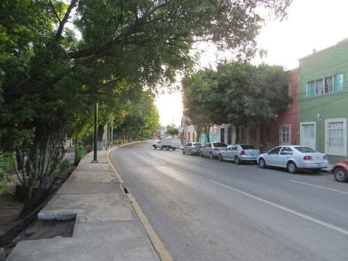 se vende casa como terreno en avenida universidad centro queretaro