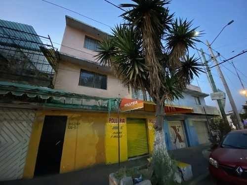 se vende casa con 4 locales comerciales en planta baja sobre avenida transitada