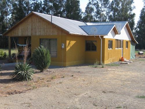 se vende casa con amplio terreno y bosque de eucaliptus