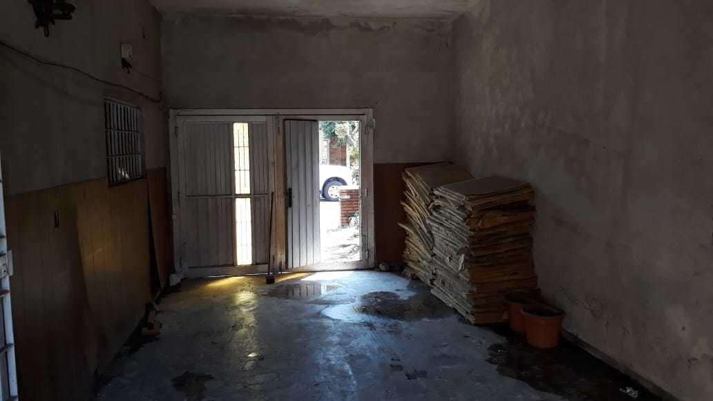 se vende casa con galpón en lomas del mirador