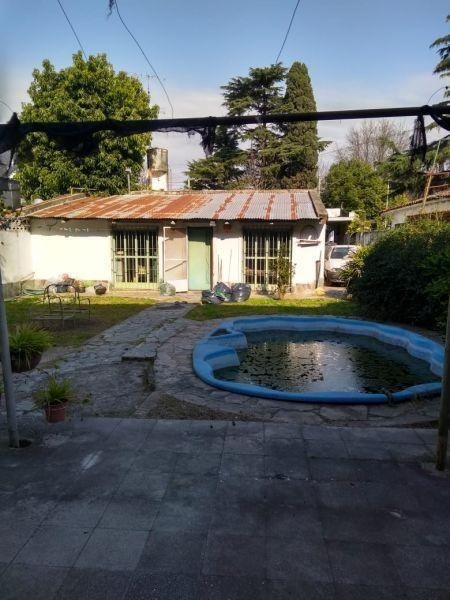se vende casa con local en villa de mayo