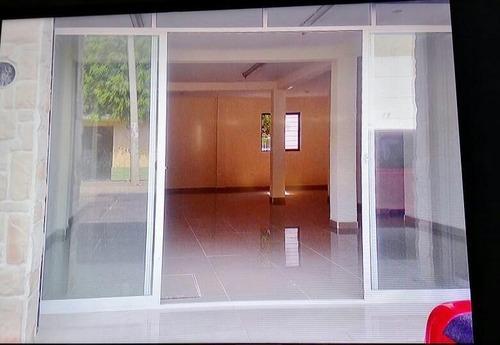 se vende casa con locales comerciales (uso mixto)