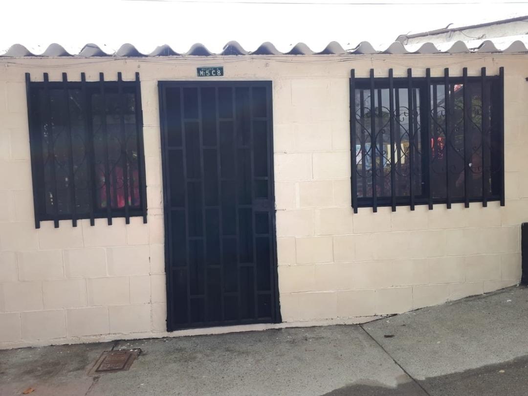 se vende casa de 2 habitaciones, sala, cocina, baño y patio