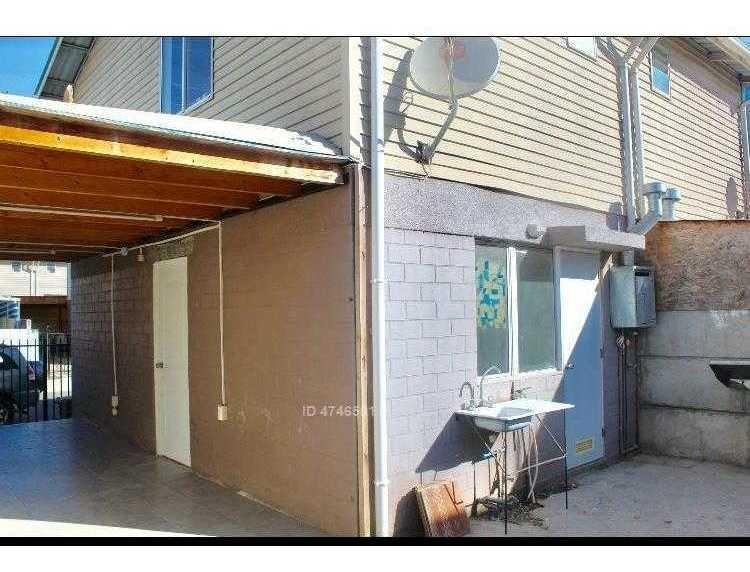 se vende casa de 2 pisos, patio, estacionamiento techado