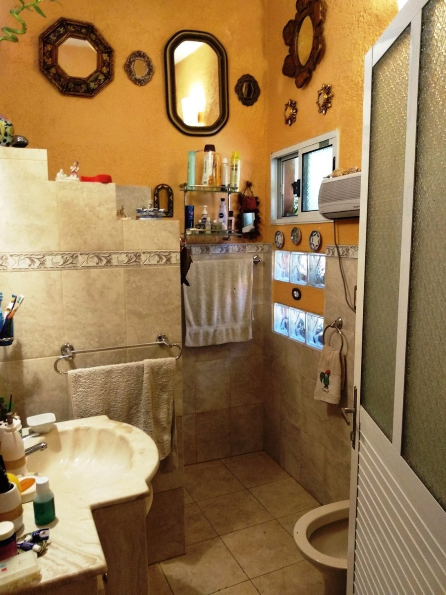 se vende  casa  de  3   dormitorios   en   jacinto vera