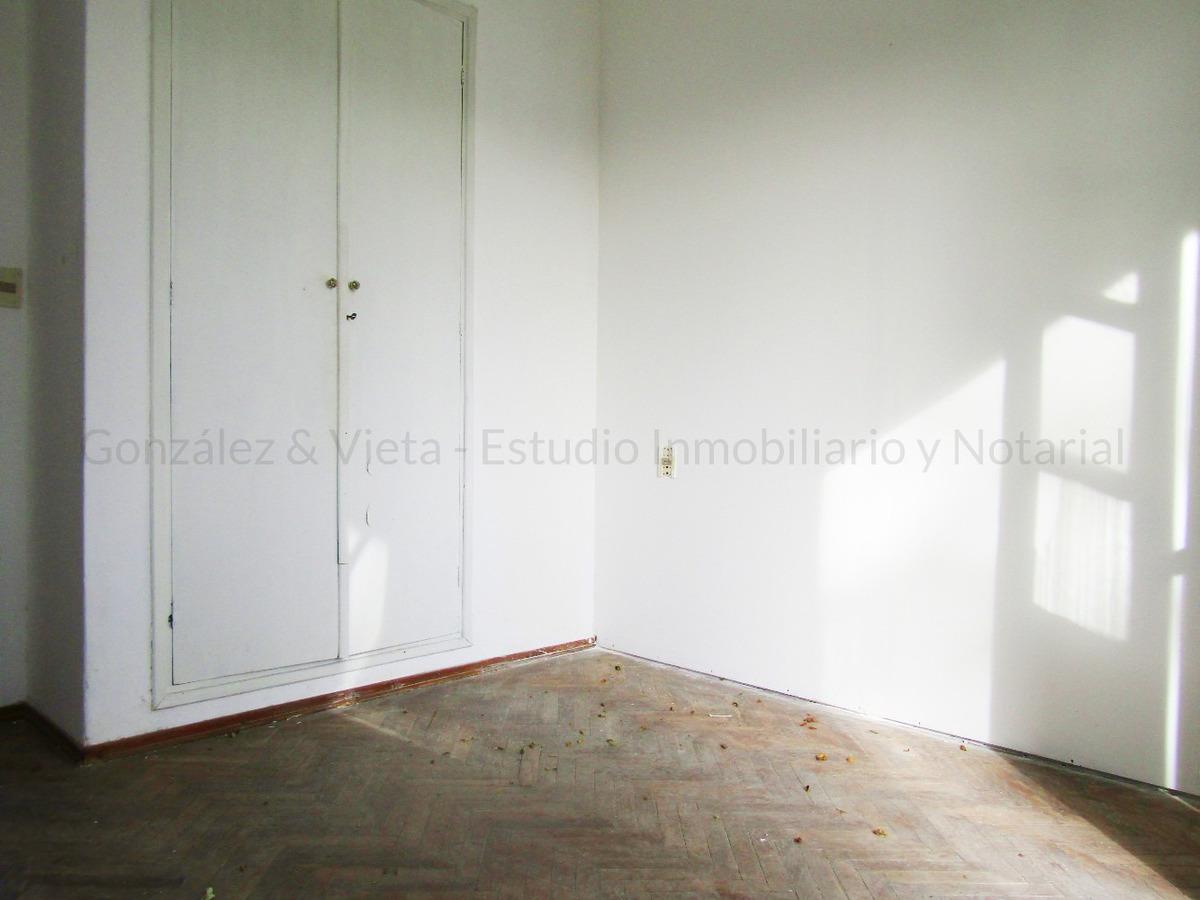 se vende casa de 3 dormitorios en la comercial con renta