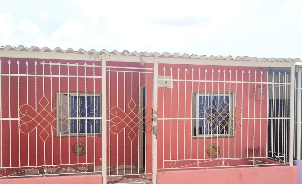 se vende casa de 3 habitaciones y 1 baño
