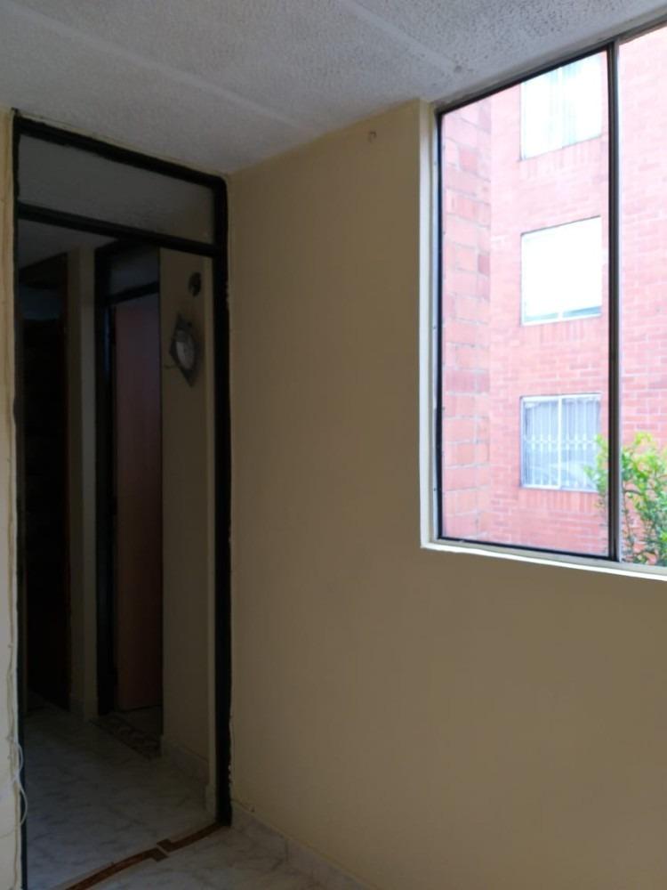 se vende casa de 3 pisos en conjunto cerrado