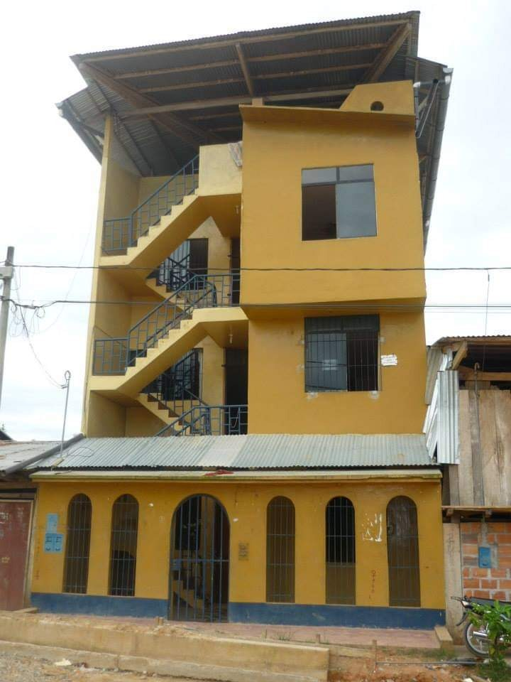 se vende casa de 3 pisos más azotea en yurimaguas loreto