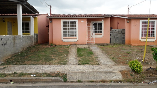 se vende casa de 3 recamaras 1 baño en buenavista tocumen