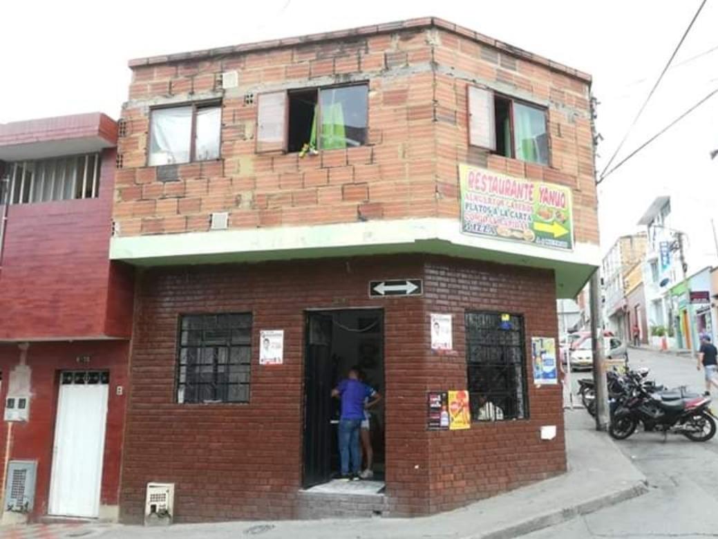 se vende casa de dos pisos para mayor información 3134724132