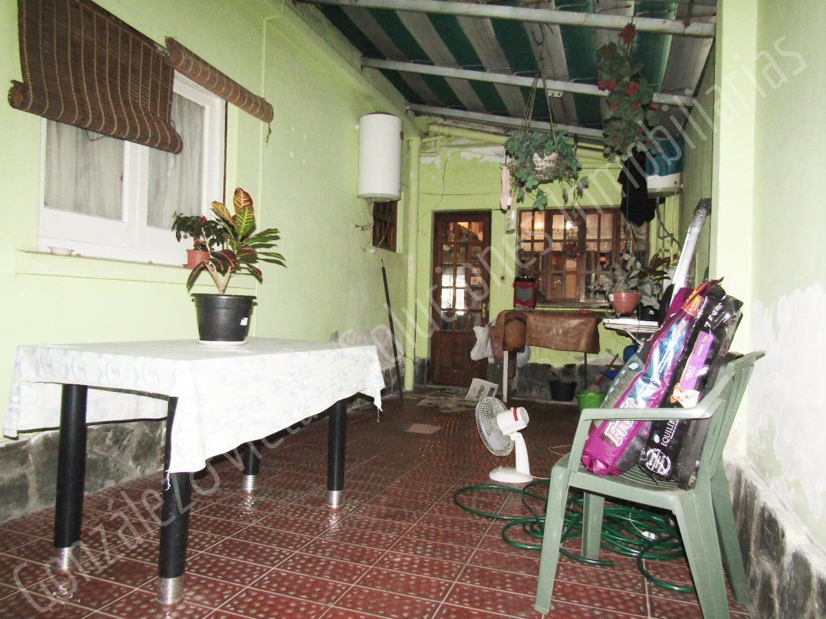 se vende casa de dos plantas 2 dormitorios en la blanqueada
