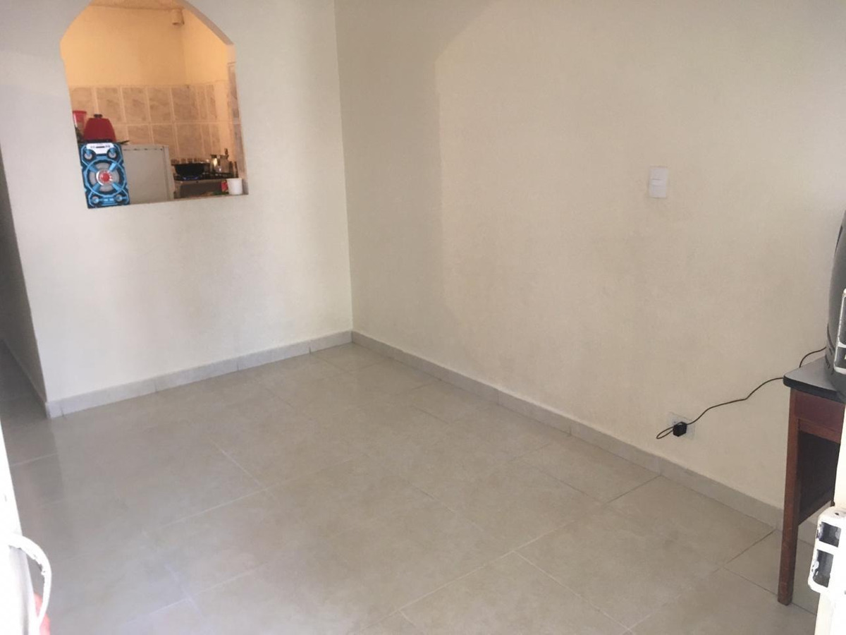 se vende casa de tres pisos o apartamento por separado