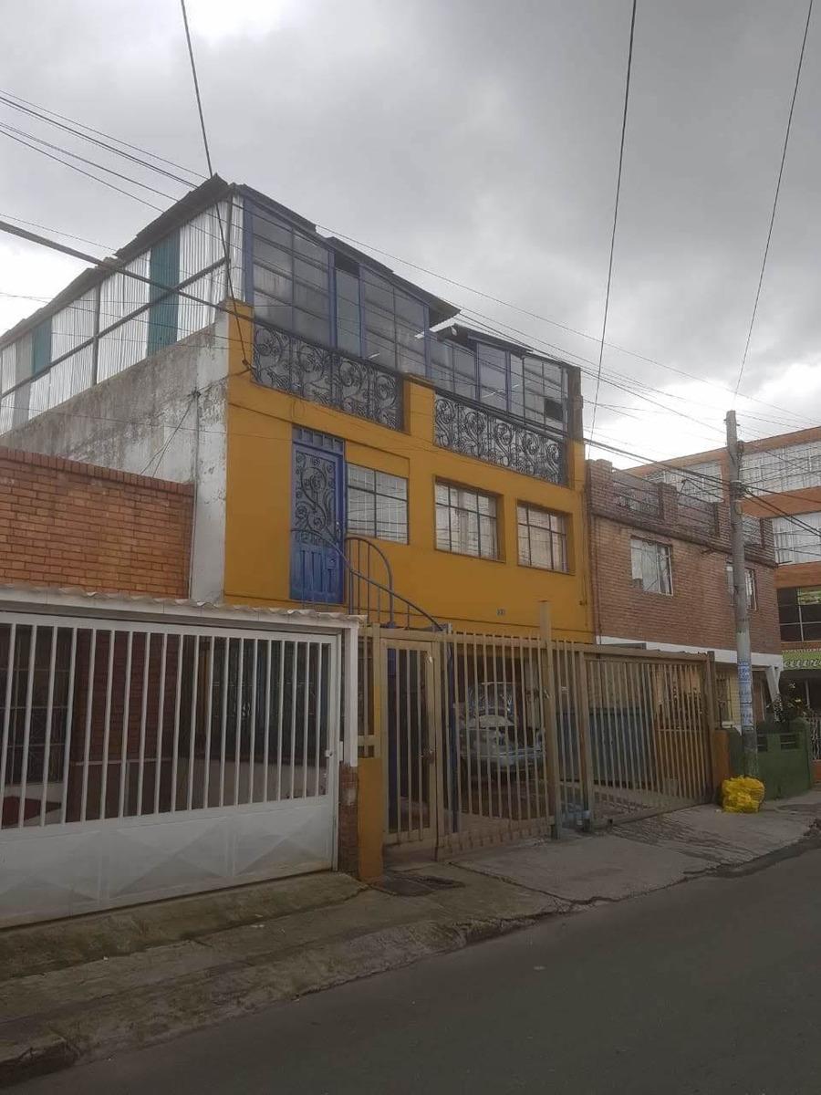 se vende casa de tres pisos, primer piso bodega.