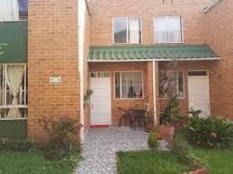 se vende casa  económica en mazuren-bogota.