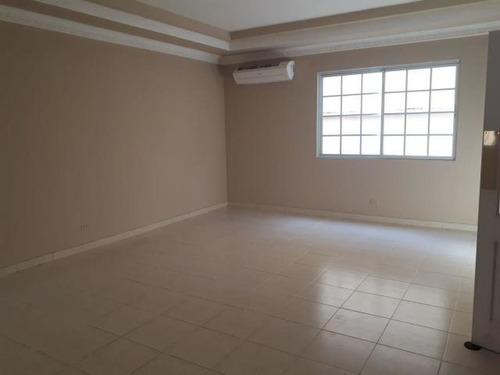 se vende casa en altos de panama cl182425