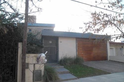 se vende casa en barrio argüello