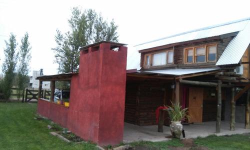 se vende casa en barrio los reartes