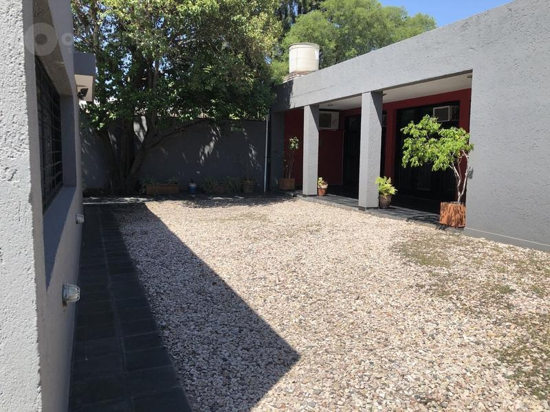 se vende! casa en  cerro de las rosas - 400 m2