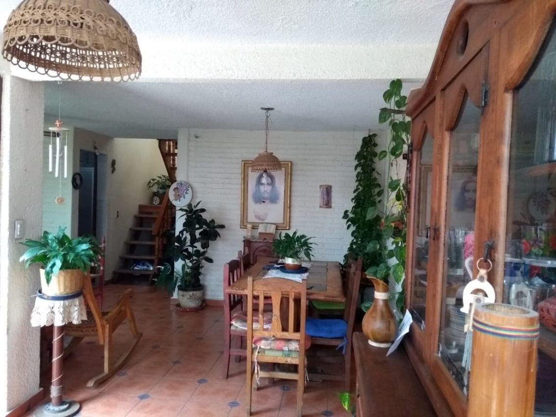 se vende casa en civac de 2 niveles,