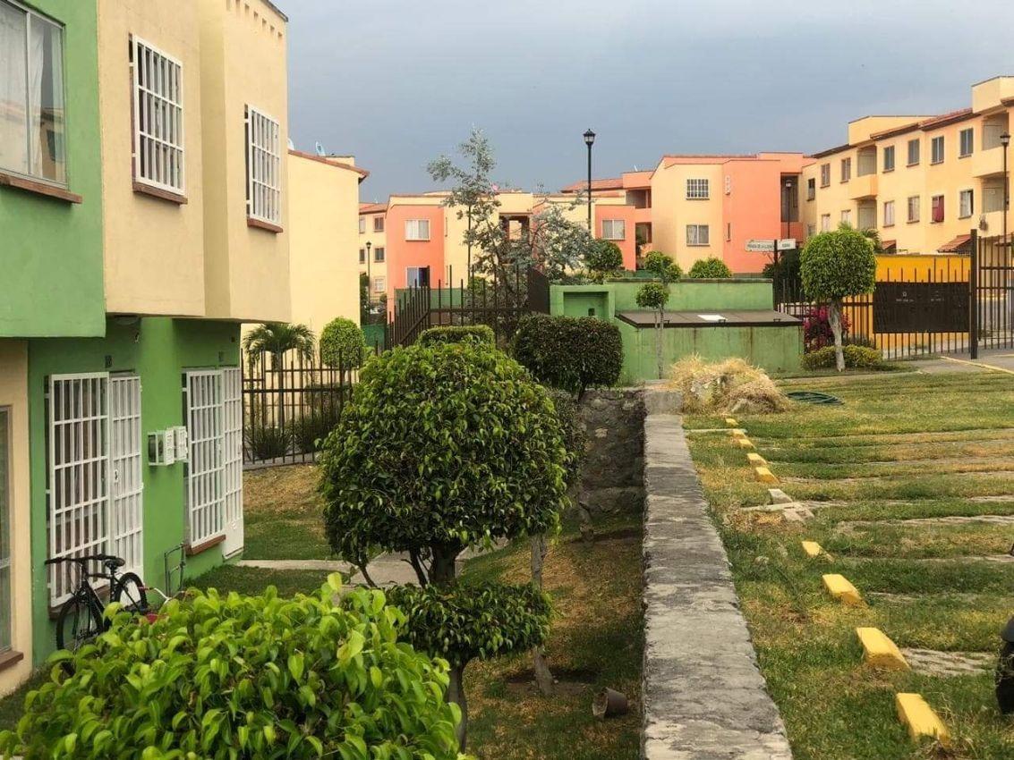 se vende casa en condominio punta verde.