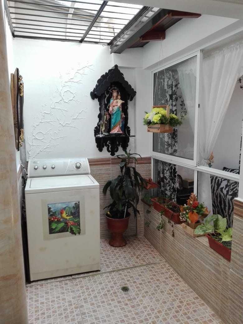 se vende casa en copacabana unidad cerrada primer piso