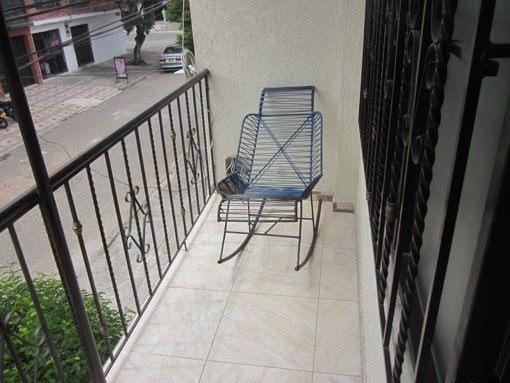 se vende casa en el barrio atanasio girardot  de 2 pisos con