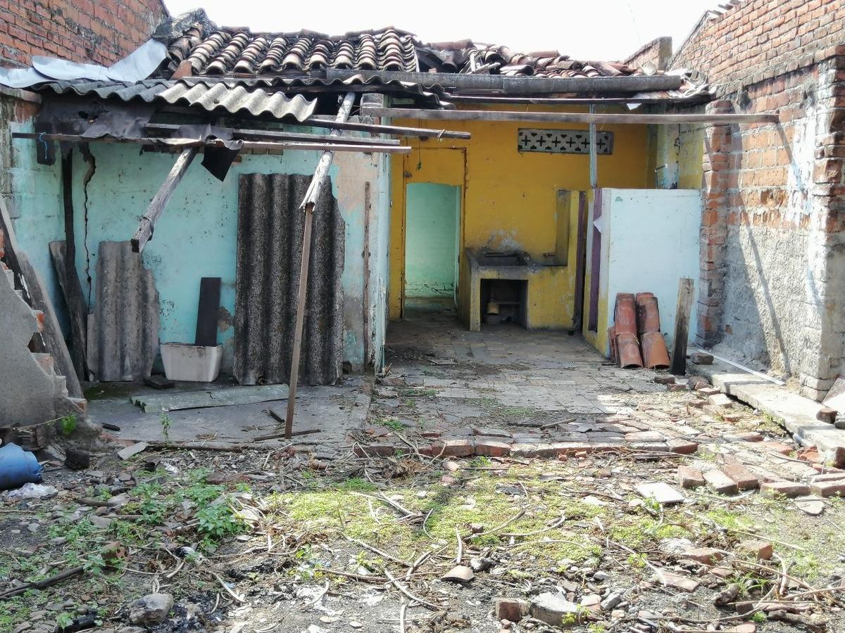 se vende casa en el barrio sajonia, muy bien ubicada.