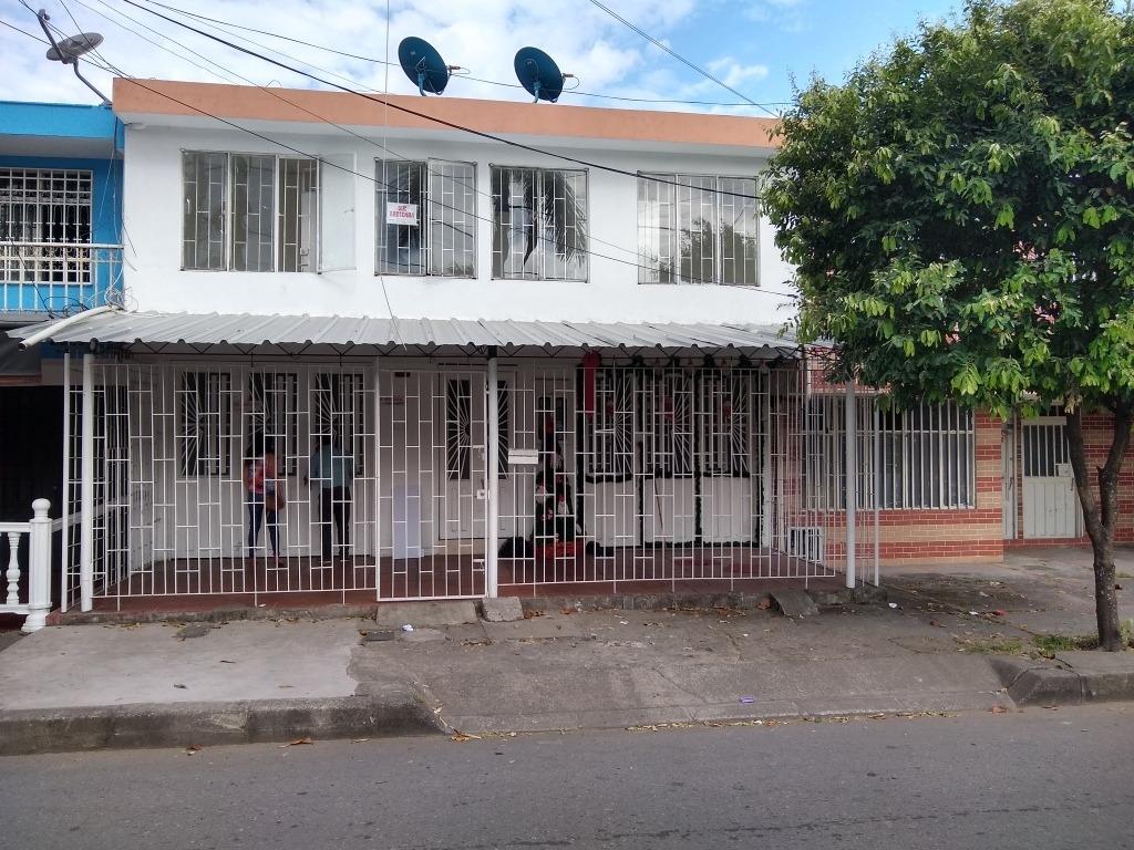 se vende casa en el estero de 4 apartamentos en villavicenci